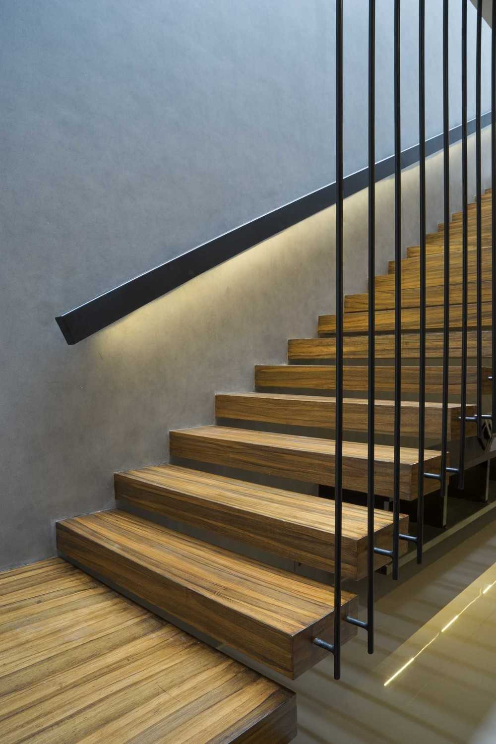 """Simple Projects Architecture """"s"""" House Pakuwon Indah, Surabaya - Indonesia Pakuwon Indah, Surabaya - Indonesia Stairs  32974"""