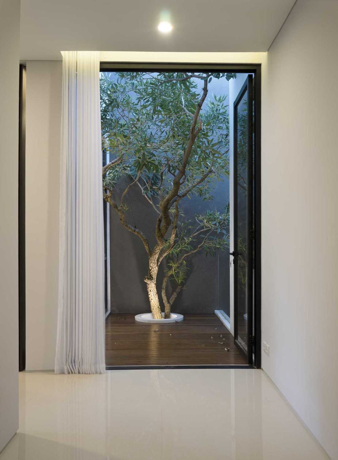 """Simple Projects Architecture """"s"""" House Pakuwon Indah, Surabaya - Indonesia Pakuwon Indah, Surabaya - Indonesia Mini Garden  32984"""