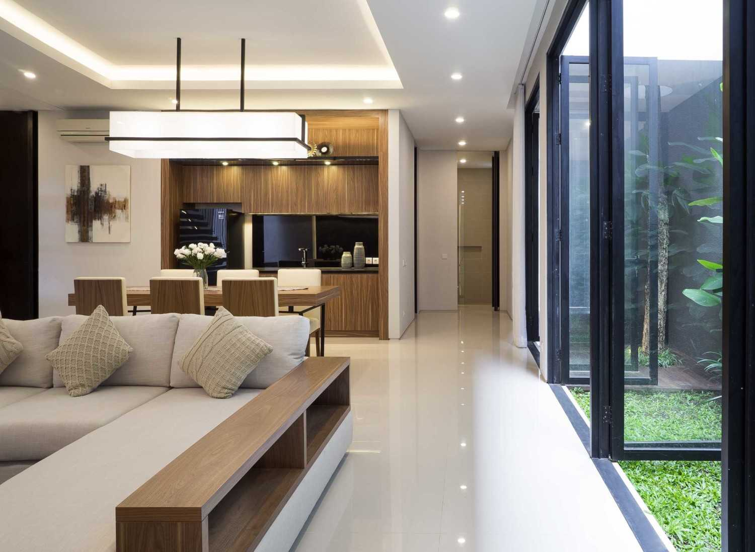 """Simple Projects Architecture """"s"""" House Pakuwon Indah, Surabaya - Indonesia Pakuwon Indah, Surabaya - Indonesia Living Room Modern,tropical 32986"""