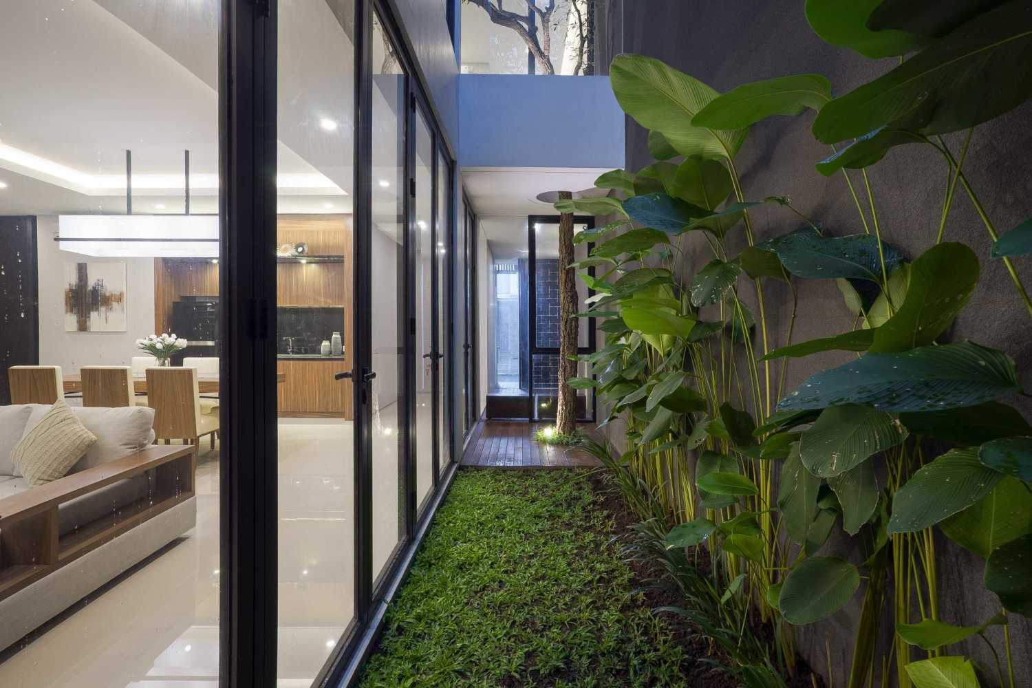 """Simple Projects Architecture """"s"""" House Pakuwon Indah, Surabaya - Indonesia Pakuwon Indah, Surabaya - Indonesia Garden Area  32988"""
