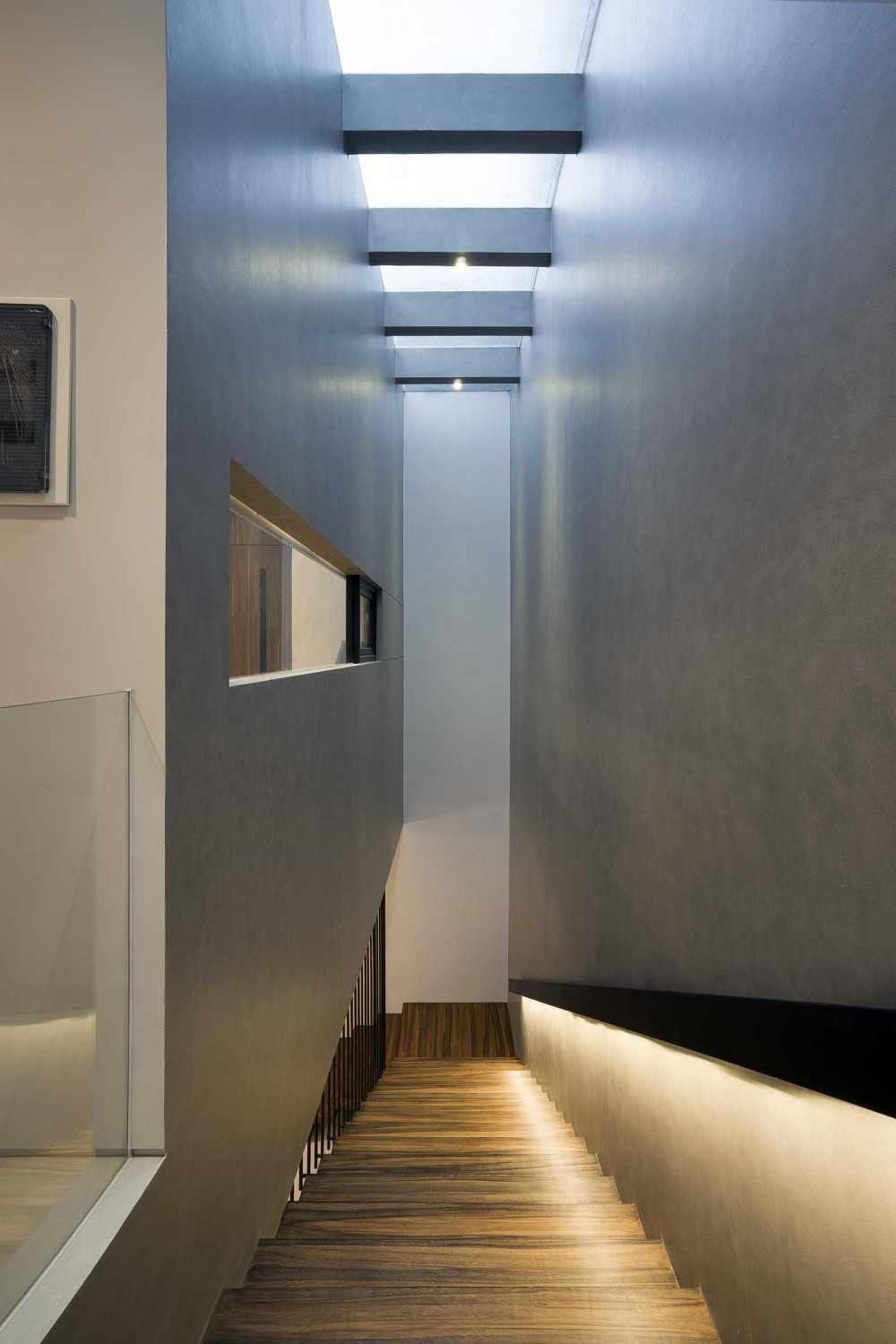 """Simple Projects Architecture """"s"""" House Pakuwon Indah, Surabaya - Indonesia Pakuwon Indah, Surabaya - Indonesia Stairs  32991"""
