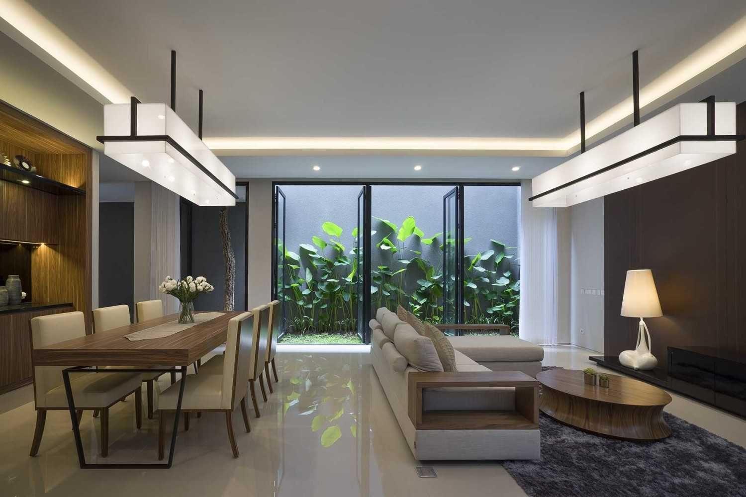 """Simple Projects Architecture """"s"""" House Pakuwon Indah, Surabaya - Indonesia Pakuwon Indah, Surabaya - Indonesia Living & Dining Room  32996"""