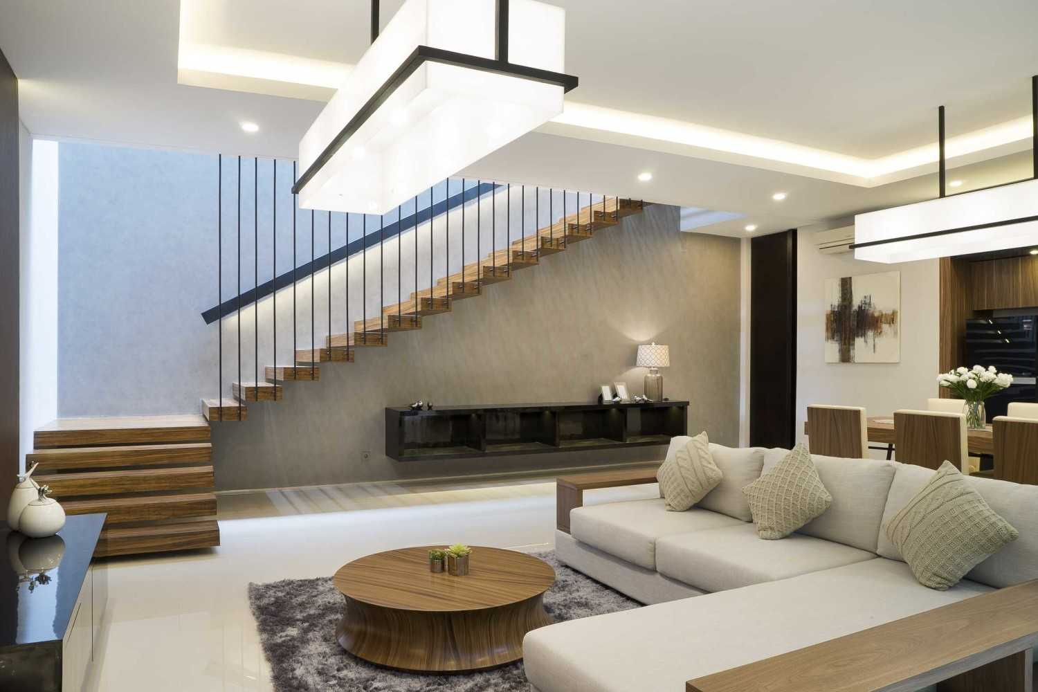 """Simple Projects Architecture """"s"""" House Pakuwon Indah, Surabaya - Indonesia Pakuwon Indah, Surabaya - Indonesia Living Room  33113"""