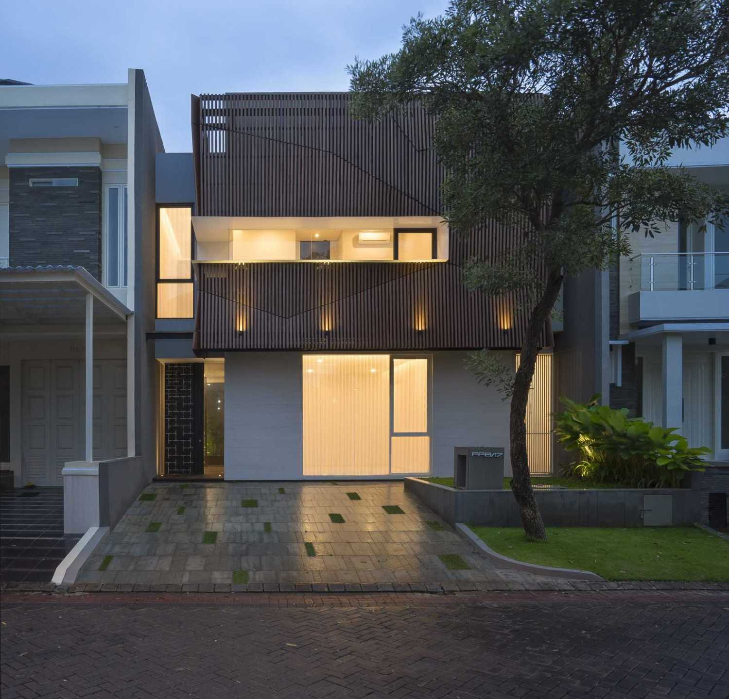 """Simple Projects Architecture """"s"""" House Pakuwon Indah, Surabaya - Indonesia Pakuwon Indah, Surabaya - Indonesia Tampak-05Aneweditres  45723"""