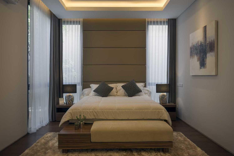 "Simple Projects Architecture ""s"" House Pakuwon Indah, Surabaya - Indonesia Pakuwon Indah, Surabaya - Indonesia Kamarutama05Newres  45724"