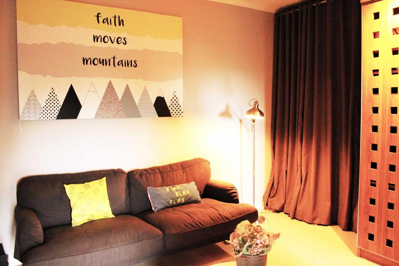 Foto inspirasi ide desain ruang keluarga industrial Living area oleh Tridivan Architama di Arsitag