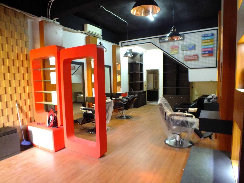 Canvas Mkc Barberbuzz - Barbershop Tangerang Tangerang Interior  20870