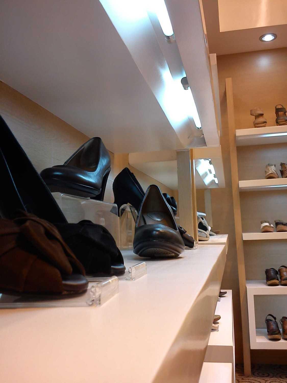 Canvas Mkc Hush Puppies Store - Medium Dsm - Bali Dsm - Bali Shoes Display Modern 21108