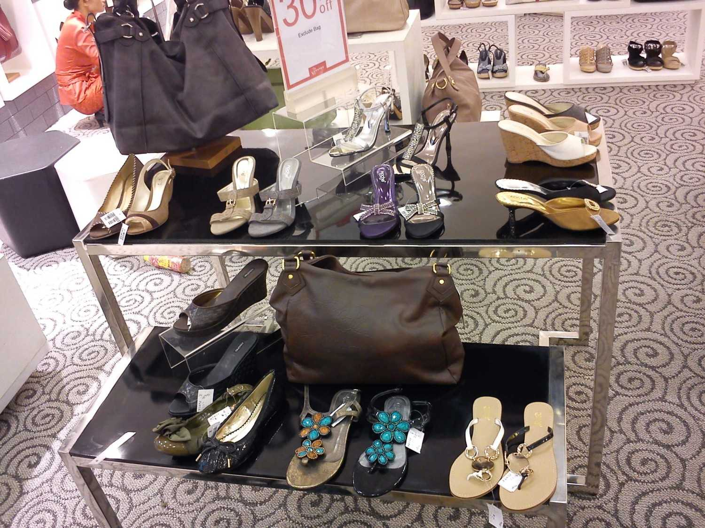 Canvas Mkc Noche Store At Margocity Depok Depok Shoes Display  21598