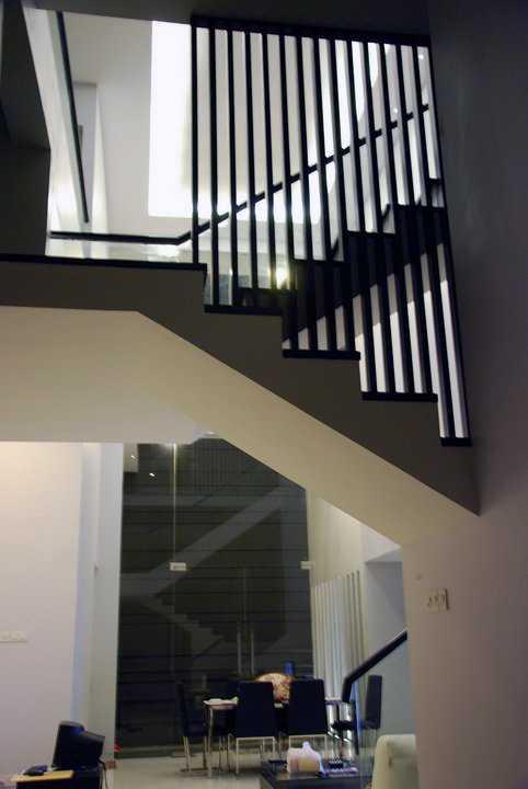 Andre Sutanto Mezzanine 2.5 Storey House San Diego Pakuwon City San Diego Pakuwon City Stairs - Dining Modern 25552