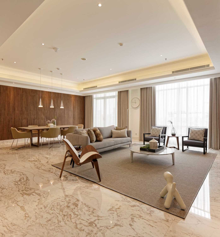 Foto inspirasi ide desain kontemporer Living room oleh Sontani Partners di Arsitag
