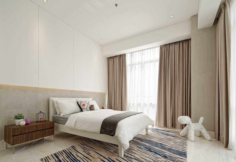 Foto inspirasi ide desain kamar mandi modern Bedroom oleh Sontani Partners di Arsitag