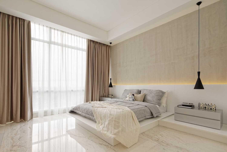 Foto inspirasi ide desain kamar tidur industrial Bedroom oleh Sontani Partners di Arsitag