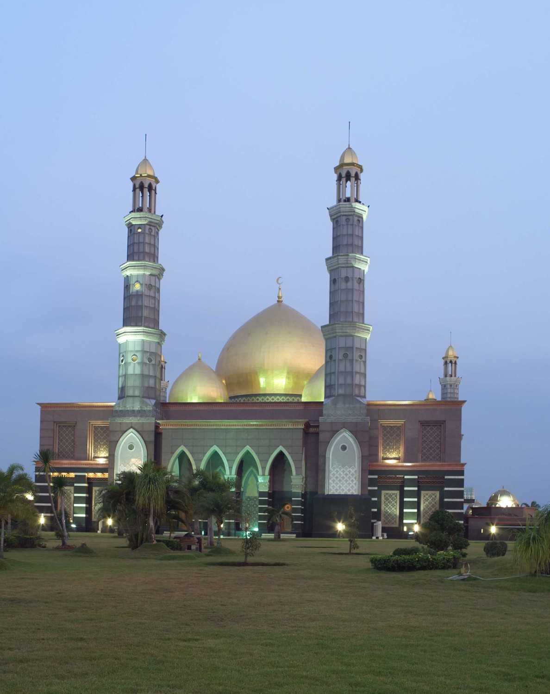 Pt. Garisprada Kubah Emas Mosque Meruyung, Limo, Depok City, West Java, Indonesia Depok Facade Klasik 22012