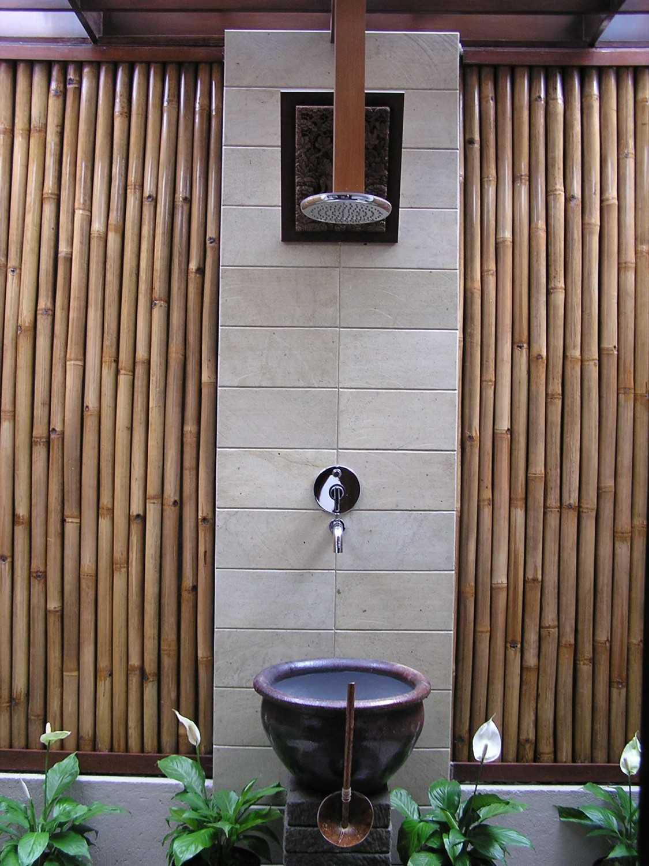 Foto inspirasi ide desain taman kontemporer P3255853 oleh PT. GARISPRADA di Arsitag