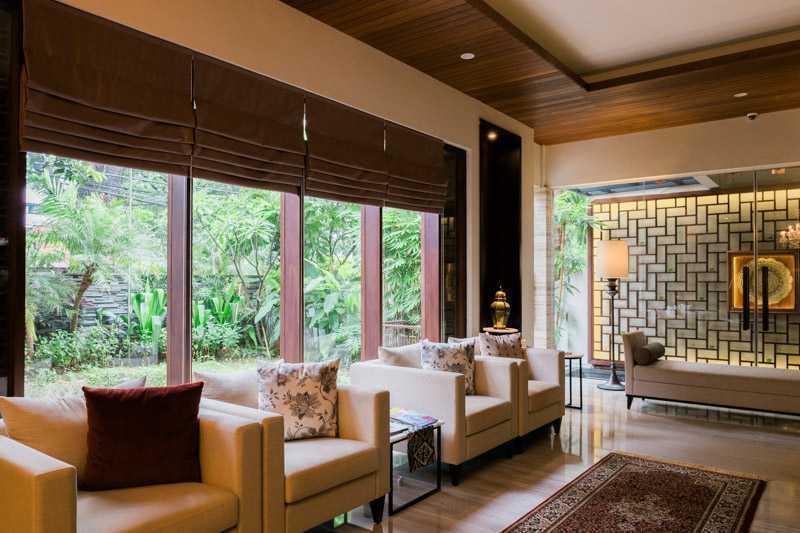 Foto inspirasi ide desain asian Lobby area oleh PT. GARISPRADA di Arsitag