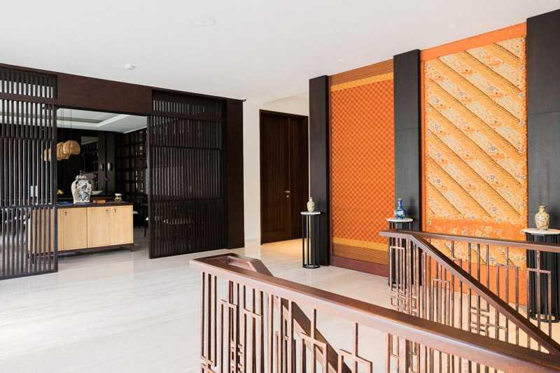 Foto inspirasi ide desain pintu masuk asian Restaurant entrance oleh PT. GARISPRADA di Arsitag