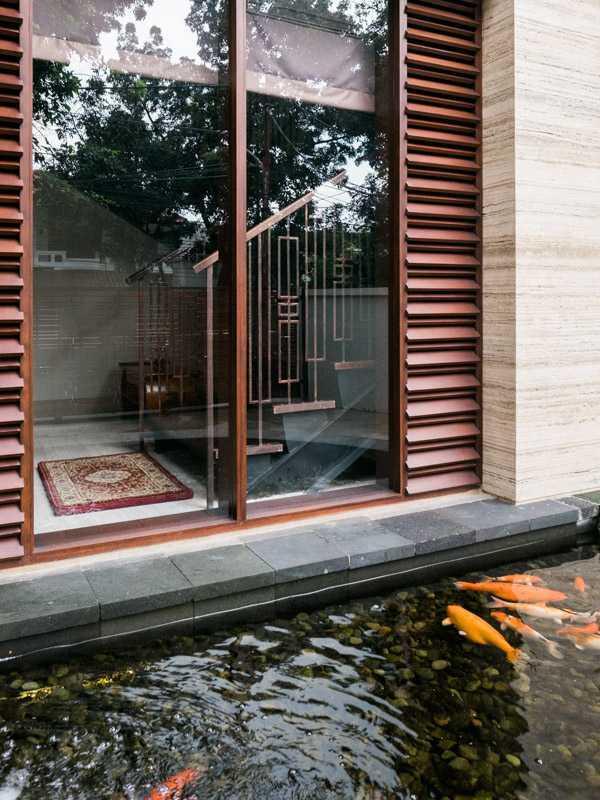 Foto inspirasi ide desain kolam asian Fish pond oleh PT. GARISPRADA di Arsitag