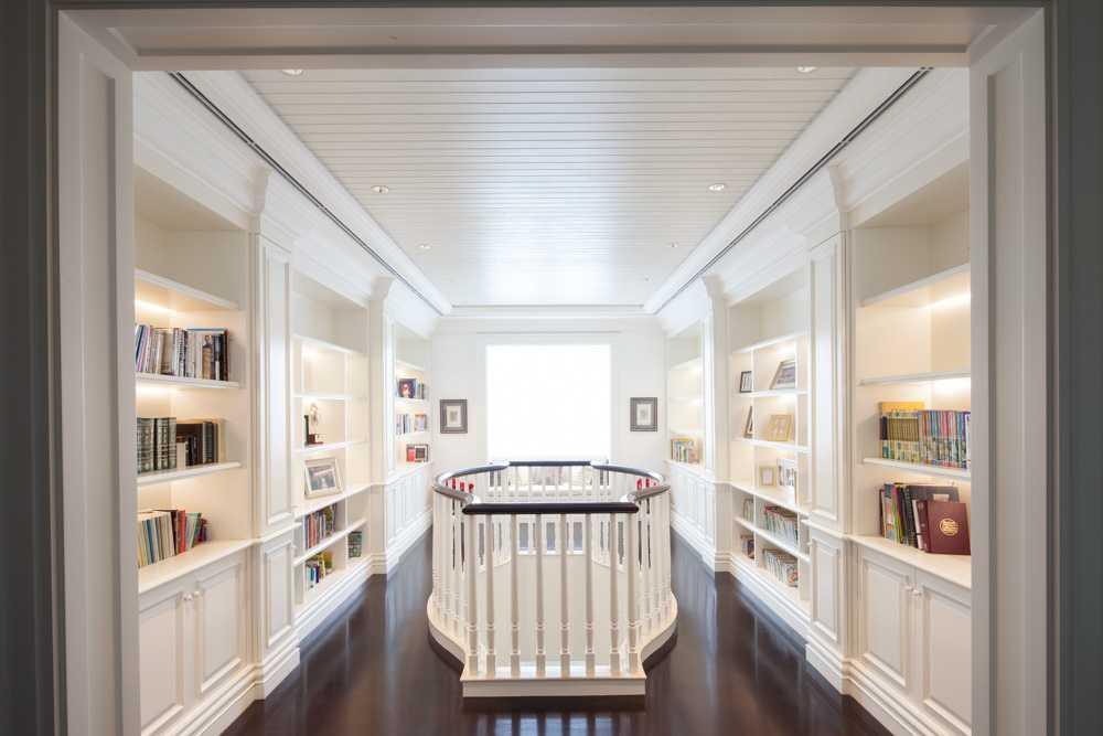 Foto inspirasi ide desain perpustakaan klasik Library oleh Monoarch di Arsitag