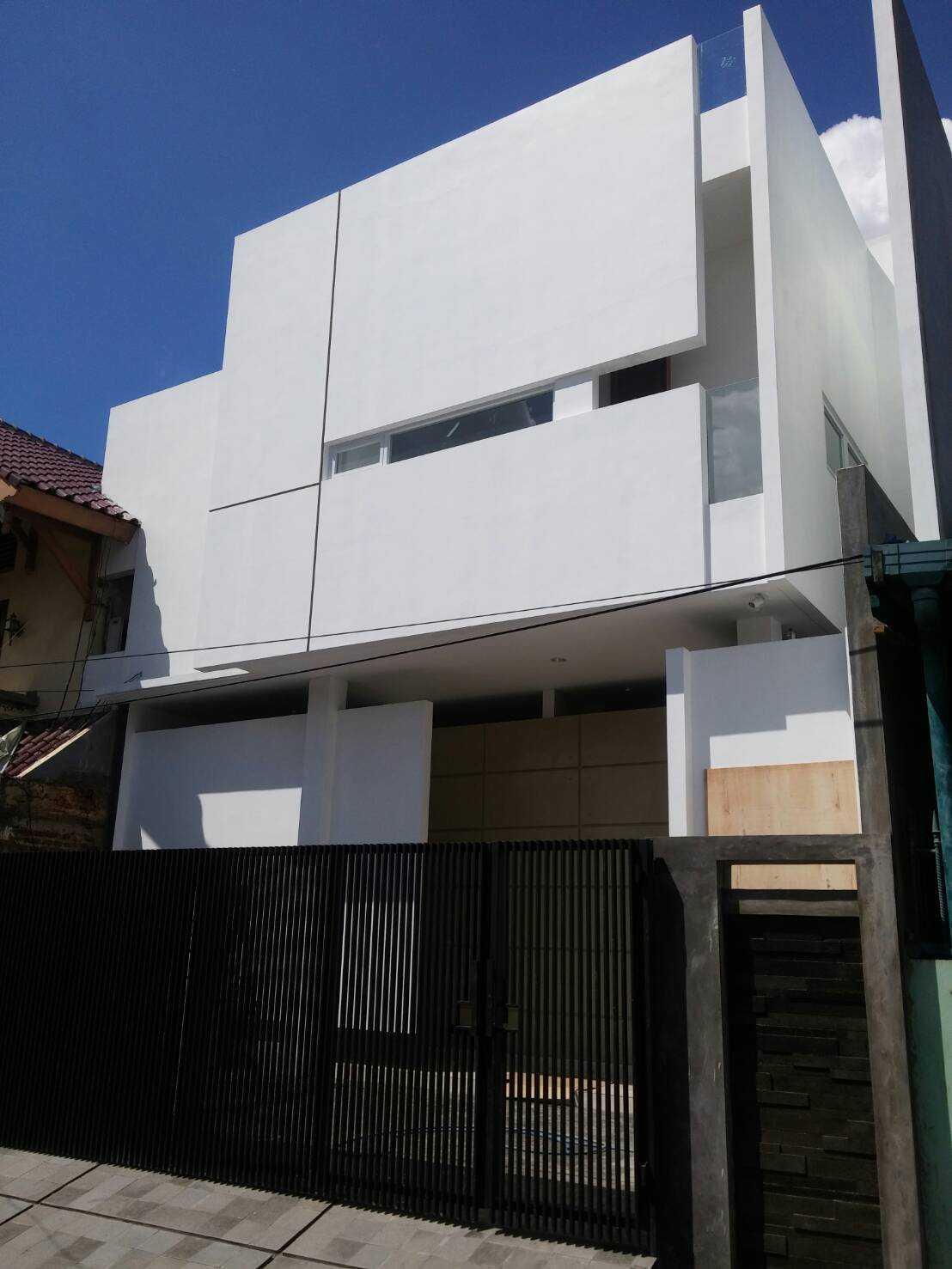 Segitiga Studio Rumah Lj Jakarta Jakarta 3147  39328