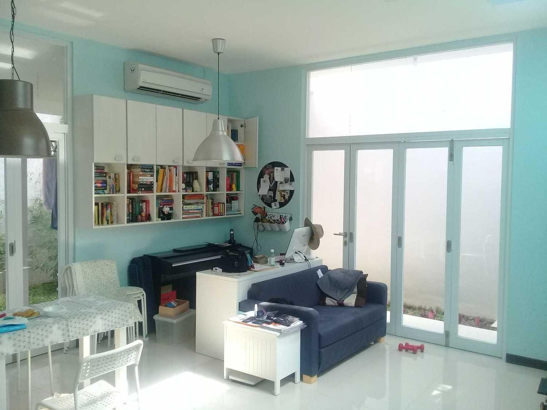 Rqt8 Compact House Jakarta Jakarta Ruang-Keluarga Modern 28328