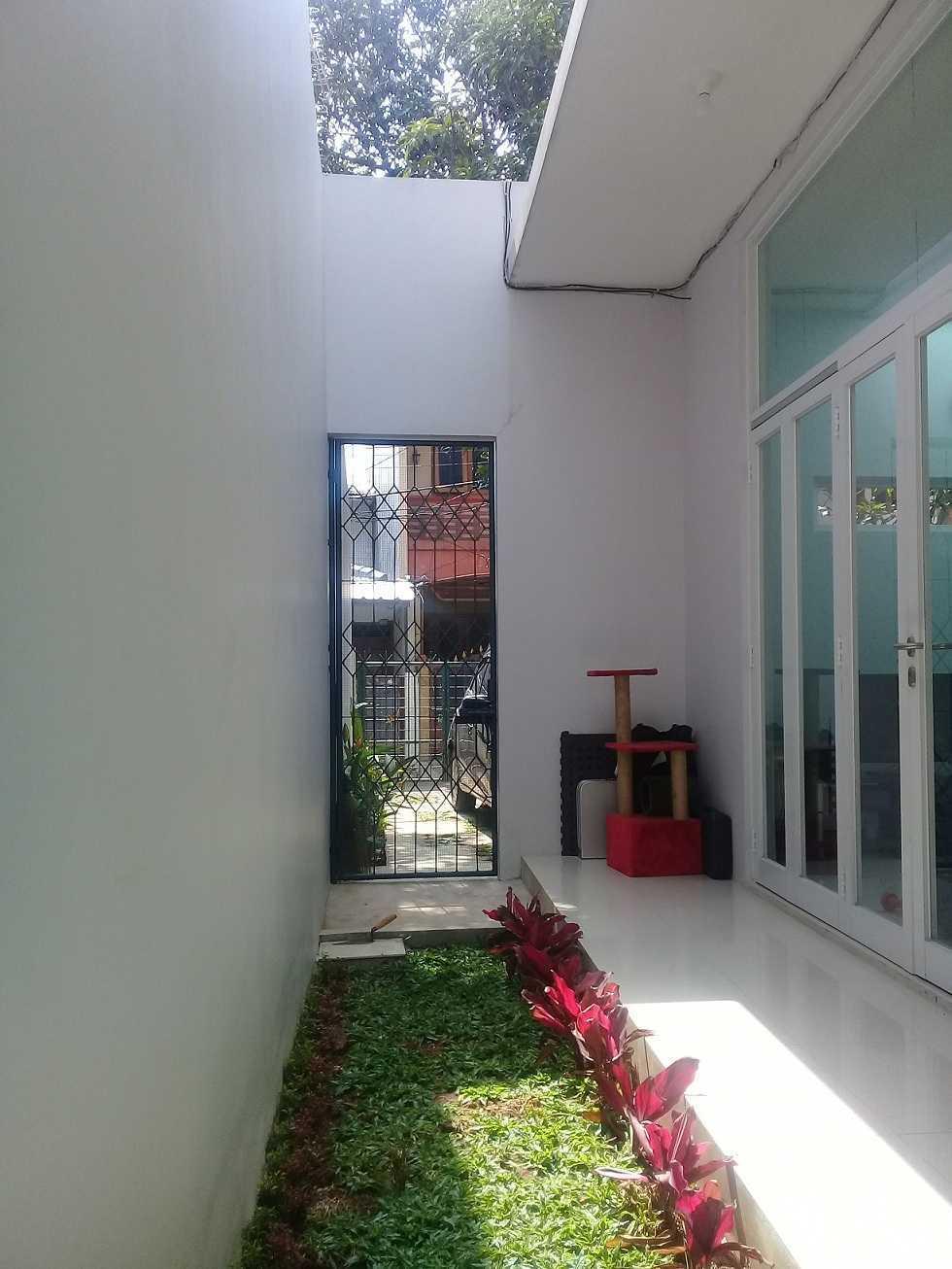 Rqt8 Compact House Jakarta Jakarta Taman-Samping Modern 28337