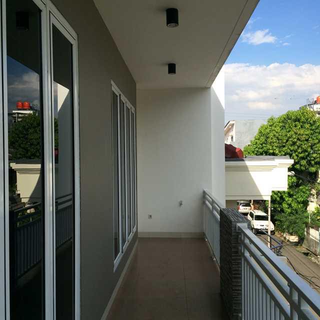 Erik Esdras Rawa Kepa House Jl Rawa Kepa I, No 614, Tomang Jl Rawa Kepa I, No 614, Tomang Balcony Modern 25028