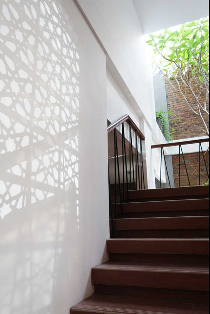 Bral Architect Sabaya House Surabaya City, East Java, Indonesia Surabaya Stairs Klasik 24890