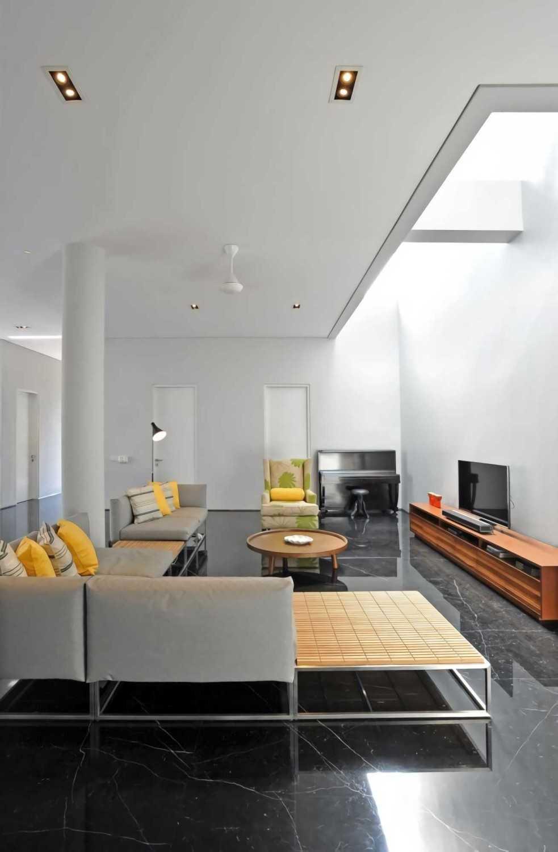 Ivan Priatman Architecture Ddyw Residence Surabaya, Kota Sby, Jawa Timur, Indonesia Surabaya Living Room  23730