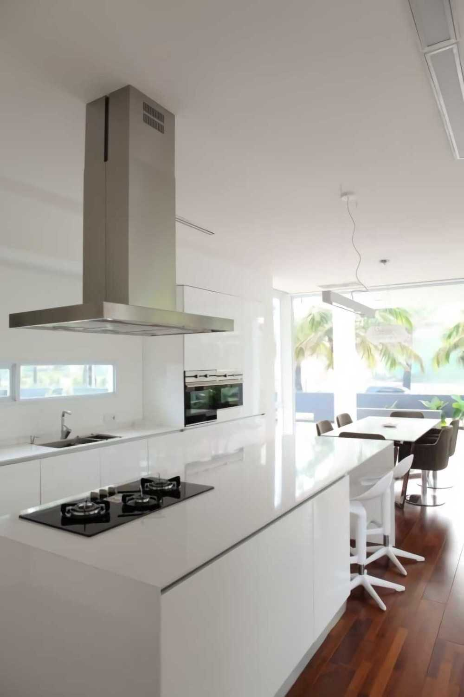 Foto inspirasi ide desain dapur Kitchen room oleh IVAN PRIATMAN ARCHITECTURE di Arsitag