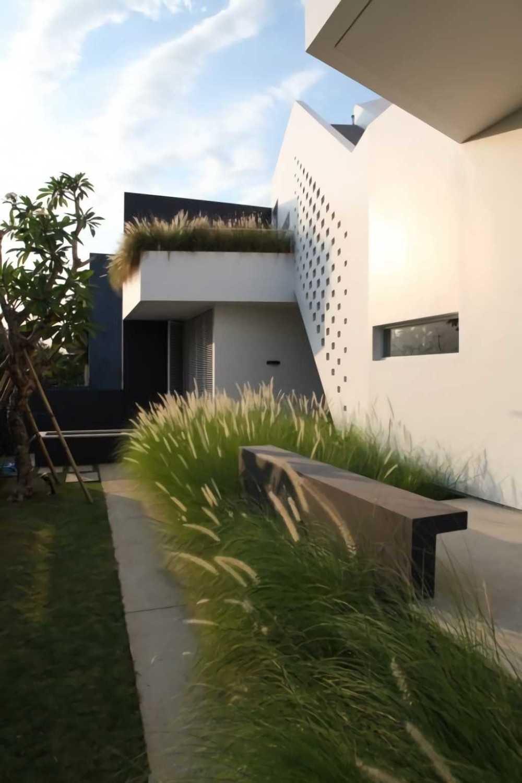 Ivan Priatman Architecture Ipcw Residence Surabaya Surabaya Garden Area  23746