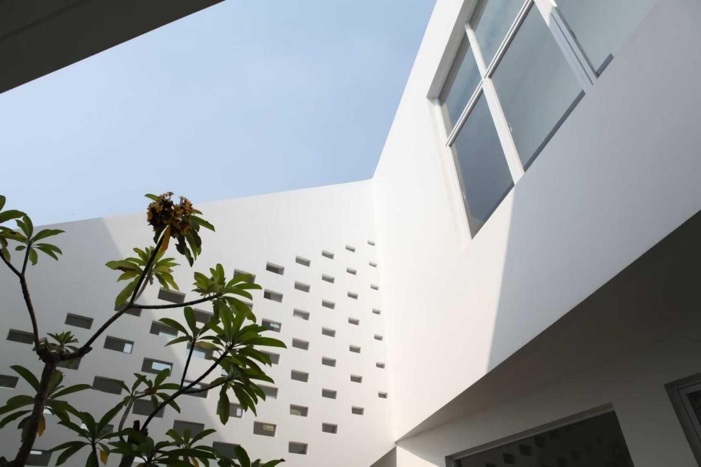 Ivan Priatman Architecture Ipcw Residence Surabaya Surabaya Exterior Details  23748