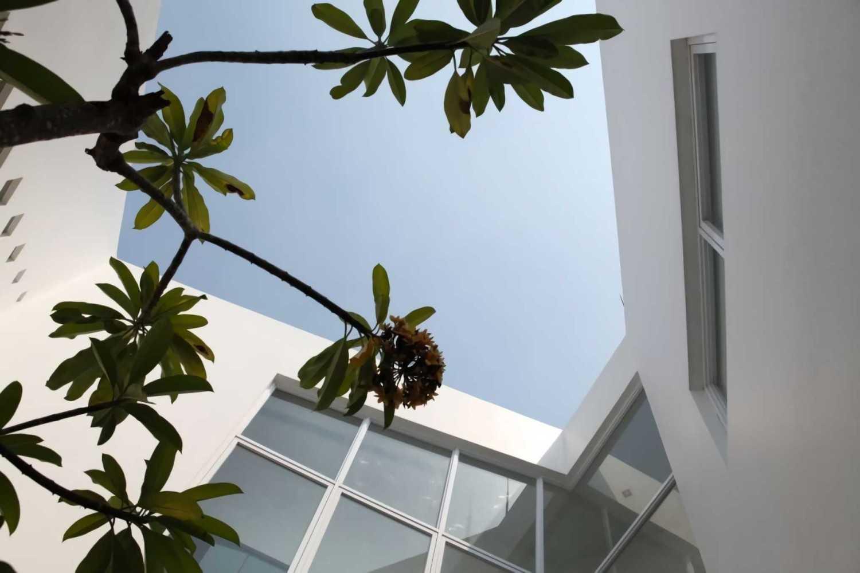 Ivan Priatman Architecture Ipcw Residence Surabaya Surabaya Void Area  23754