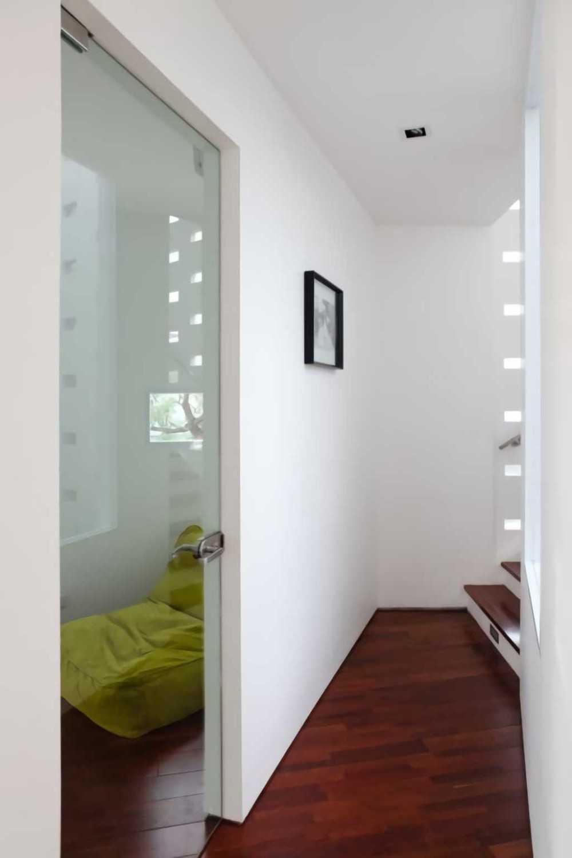 Ivan Priatman Architecture Ipcw Residence Surabaya Surabaya Corridor  23755