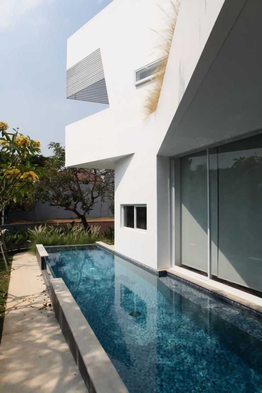 Ivan Priatman Architecture Ipcw Residence Surabaya Surabaya Swimming Pool Area  23758