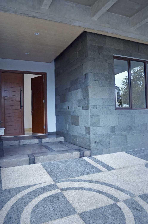 X3M Architects Nittaya A3 15 House Bsd Bsd Front Door  25315