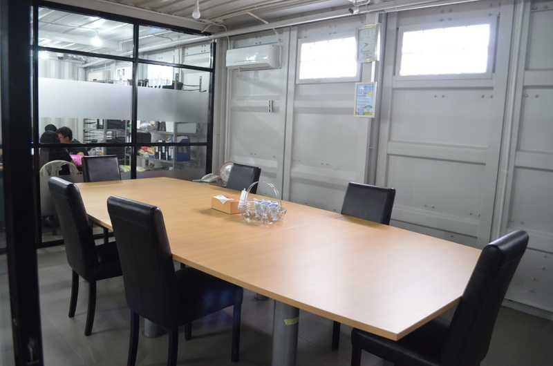 Foto inspirasi ide desain ruang meeting industrial Dsc0554 oleh X3M ARCHITECTS di Arsitag