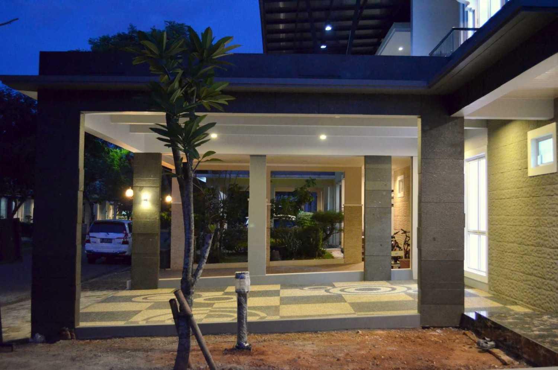 Foto inspirasi ide desain garasi modern Garage oleh X3M ARCHITECTS di Arsitag