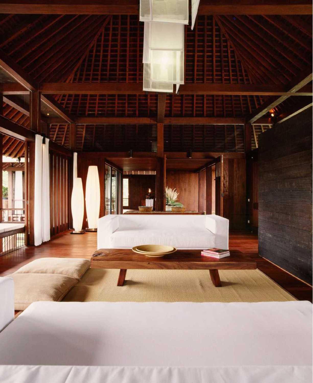 Foto inspirasi ide desain ruang keluarga tradisional Family room oleh Studio Air Putih di Arsitag