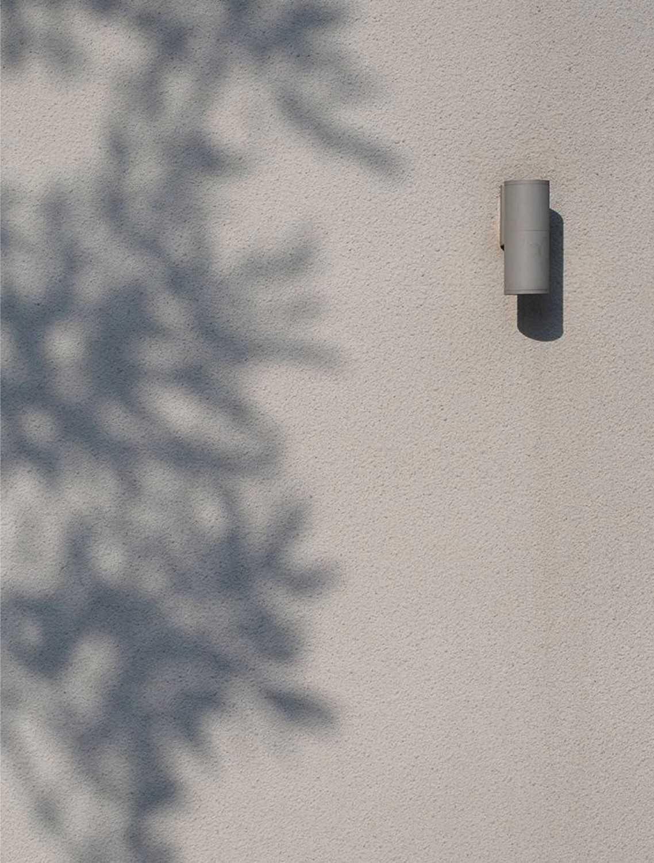 Foto inspirasi ide desain rumah Exterior details oleh Studio Air Putih di Arsitag