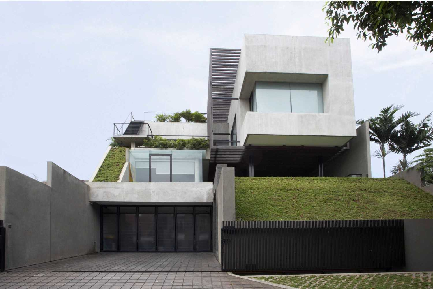 Studio Air Putih W_House Tulodong, Jakarta Tulodong, Jakarta Front View Contemporary 25171