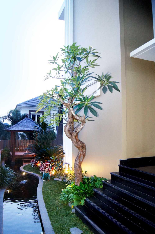 Dtarchitekt Pabuaran Resident Taman Pabuaran, Tangerang, Banten, Indonesia Taman Pabuaran, Tangerang, Banten, Indonesia Side Garden View Gazebo  29890
