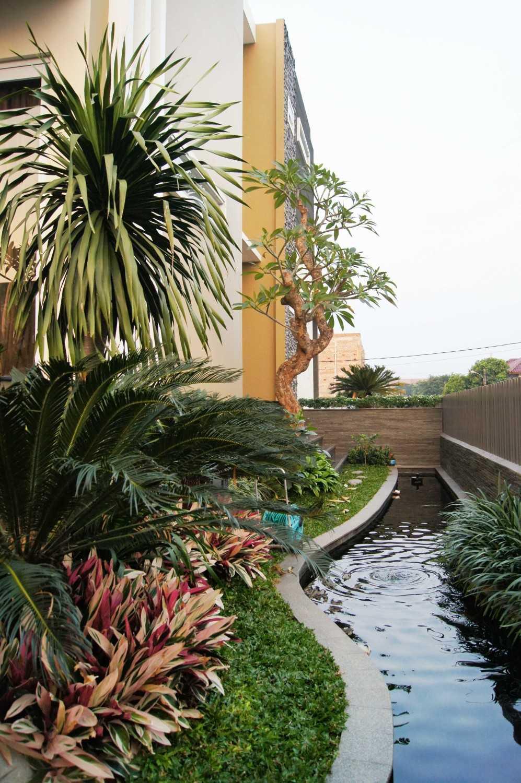 Dtarchitekt Pabuaran Resident Taman Pabuaran, Tangerang, Banten, Indonesia Taman Pabuaran, Tangerang, Banten, Indonesia Side Garden  29891