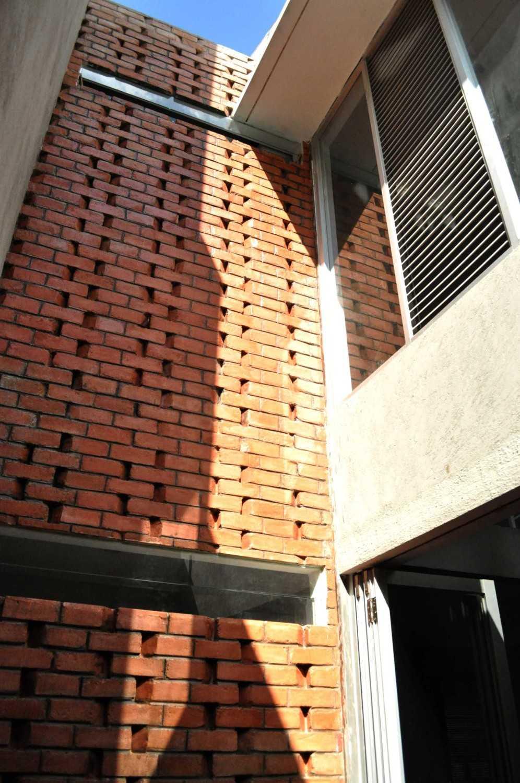 Imron Yusuf-Ifd Architects Brother House Jakarta, Indonesia  Dsc0078 Minimalis 34203