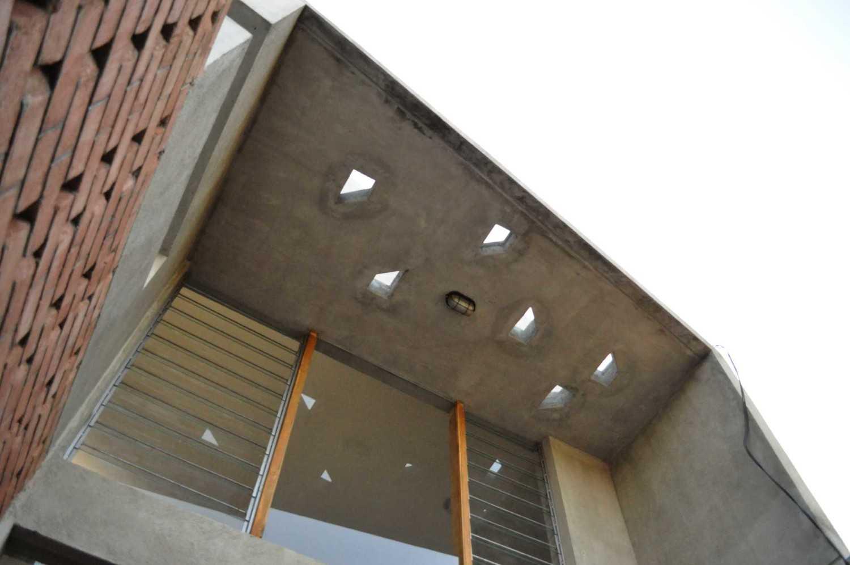 Imron Yusuf-Ifd Architects Brother House Jakarta, Indonesia  Dsc0179 Minimalis 34205