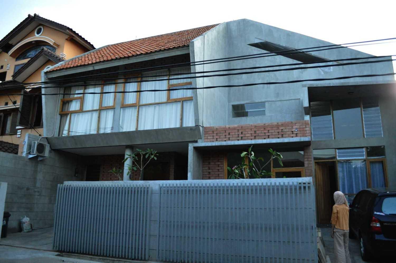 Imron Yusuf-Ifd Architects Brother House Jakarta, Indonesia  Dsc0185 Minimalis 34206