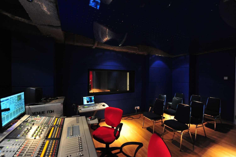 Aqustica Ssr School Of Sound Recording Jakarta Jakarta, Indonesia Jakarta, Indonesia 14-Control-Room-Icon Modern 29759