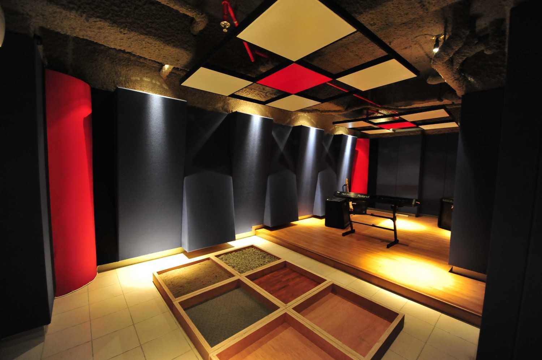 Aqustica Ssr School Of Sound Recording Jakarta Jakarta, Indonesia Jakarta, Indonesia 15-Studio-Folley Modern 29761