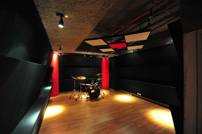 Aqustica Ssr School Of Sound Recording Jakarta Jakarta, Indonesia Jakarta, Indonesia 8-Studio-Gs-R24 Modern 29762
