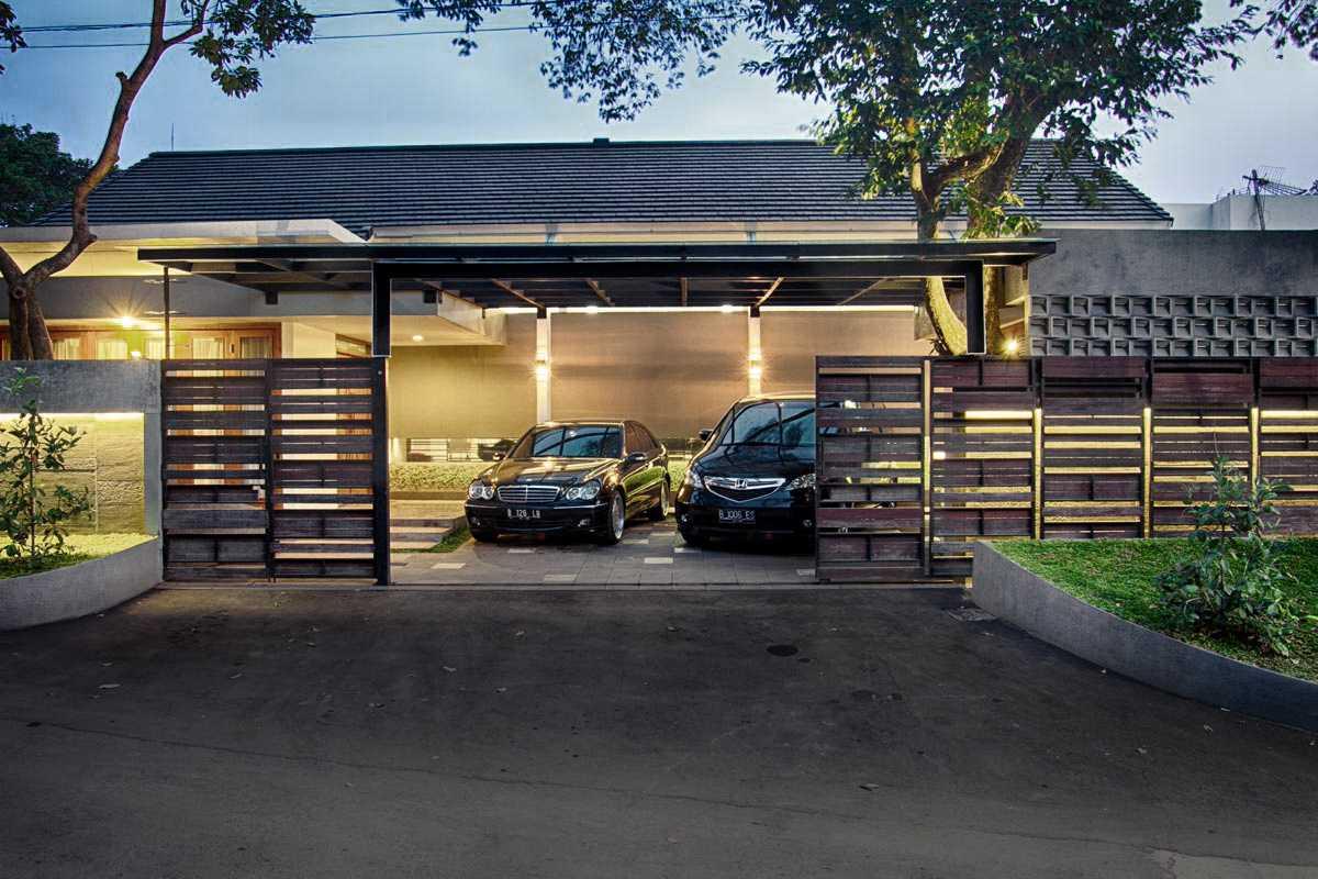 Spark Architects Jati Padang House At Pasar Minggu Jl. Karang Pola Vii, Jati Padang, Ps. Minggu, Kota Jakarta Selatan, Daerah Khusus Ibukota Jakarta 12540, Indonesia Jakarta Jatipadang-02-Depan Modern,tropis 28218